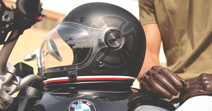 ea9d5fcbb6de5 Cascos y ropa vintage para moto  lo retro está de moda