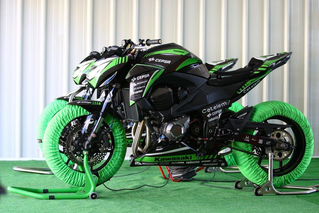 Kawasaki Presenta En Parcmotor La Z800 De La Z Cup 2013